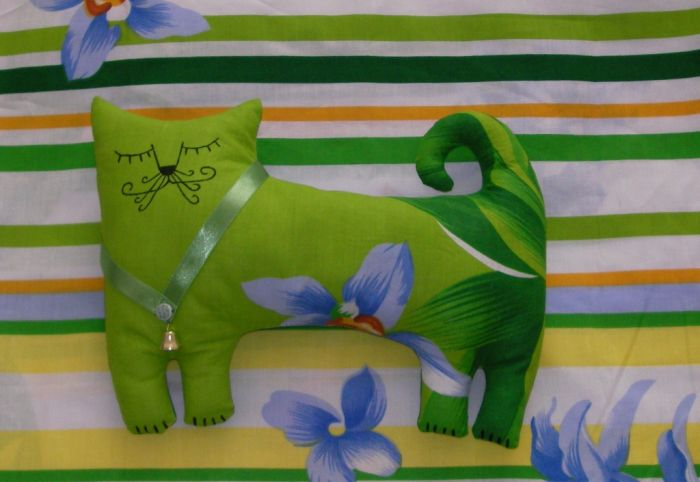 Сшить Кота можно ручным петельным швом или на швейной машинке.