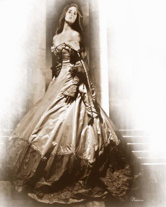 Рисунок девушки в бальных платьях