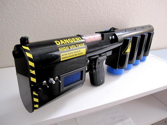 Не перестаю удивляться людской смекалке и прямым рукам=) Как вам идея собрать дома гаус пушку? Не реально многие скажут... Но во