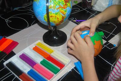 модель земли из пластилина