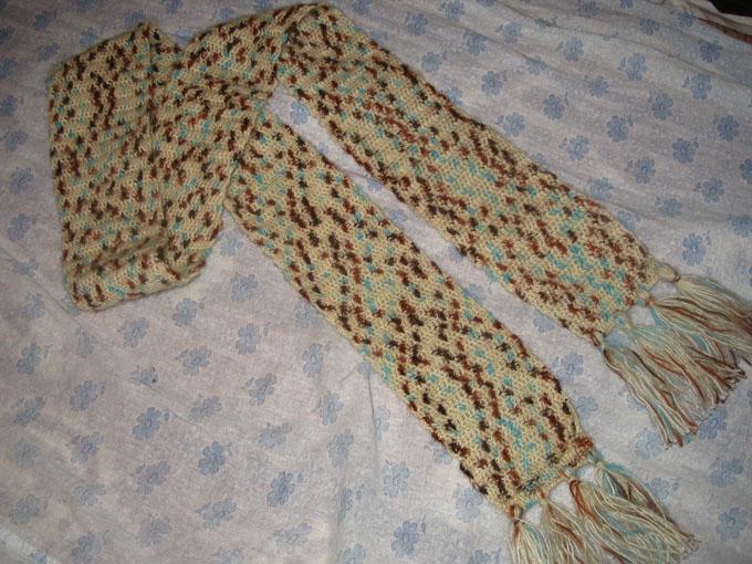 А если связать шарф крючком, то это может быть очень эффектно.