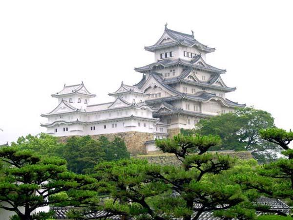 Этот замок - лучший пример японского замка.  Он также был признан ЮНЕСКО зданием мирового значения.