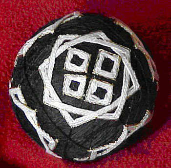 Получить от кого-то в подарок такой шар дорогого стоило.Изготовленные в наше время темари представляют собой шары...