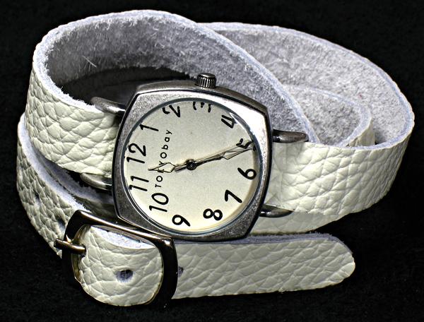 Делаю кожаные браслеты для часов. . Большой выбор кожи и пряжек, часы заказчика. . 400 рублей за браслет