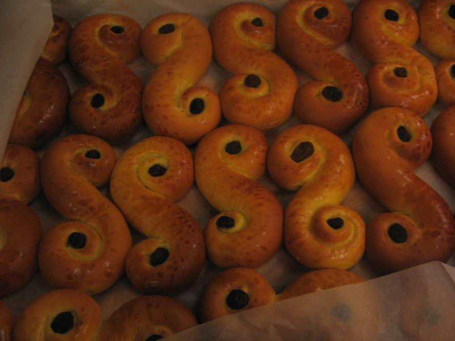 Окрашенные шафраном булочки, Люссекаттер