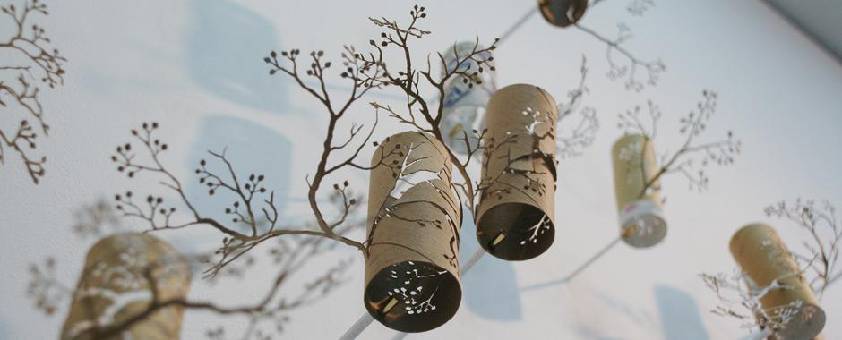 Дерево в интерьере из бумаги