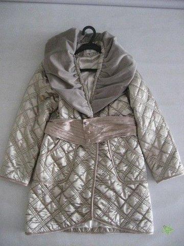 Легкое стеганое пальто Chanel( на весну) с шелковым поясом и бархатным...