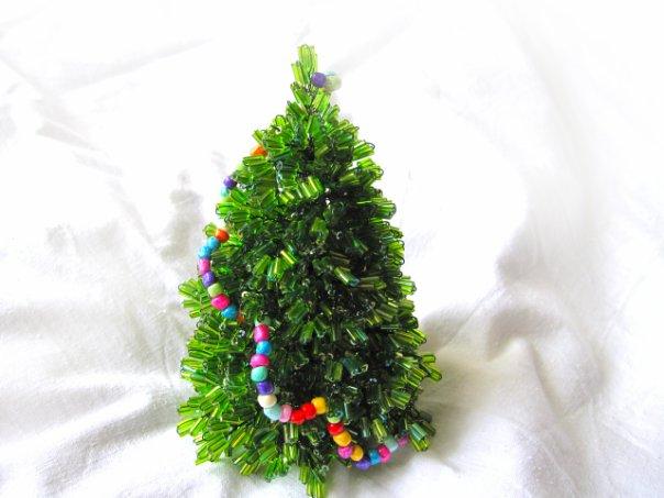 Бисероплетение елка - Делаем фенечки своими руками.