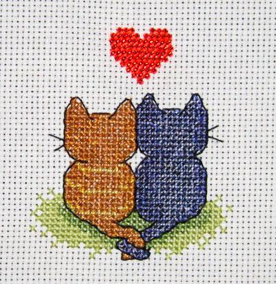 Кошечки с сердечком (по схеме,